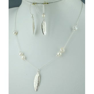Sterling silver chain necklace with semi precious stone and 1 olive leaf White Pearl